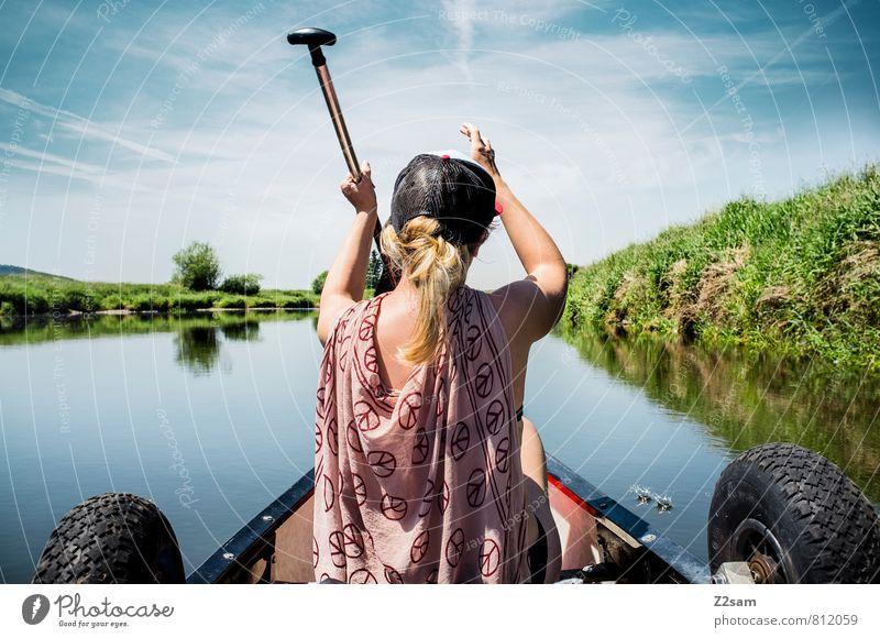 Piratin Himmel Natur Ferien & Urlaub & Reisen Jugendliche Sommer Einsamkeit Erholung Junge Frau Landschaft 18-30 Jahre Erwachsene Bewegung Wiese feminin Idylle