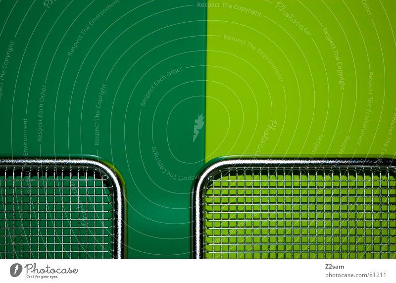 underground seats IV grün dunkel hell Metall modern Netz einfach silber Sitzgelegenheit graphisch Gitter reduzieren dunkelgrün hellgrün nebeneinander