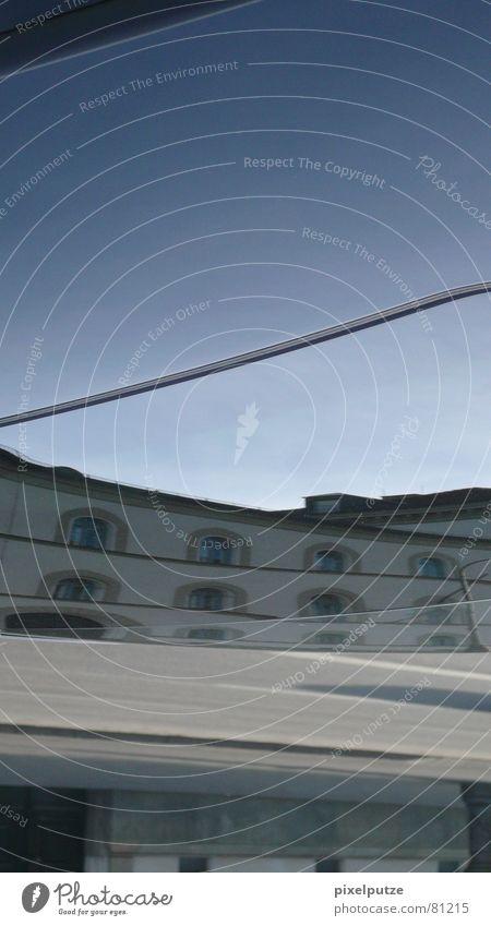 _||_|_metallic_|| city___|||_| Reflexion & Spiegelung verschoben Autolack unten München Wohnung Fenster grau lässig Eingang kalt Wolken graphisch verkehrt