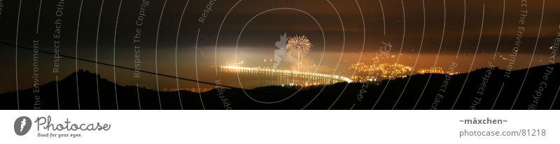 Feuerwerk in Spanien Himmel Freude Sommer Meer Berge u. Gebirge Küste orange Feste & Feiern Brand groß Energiewirtschaft Lebensfreude Panorama (Bildformat)