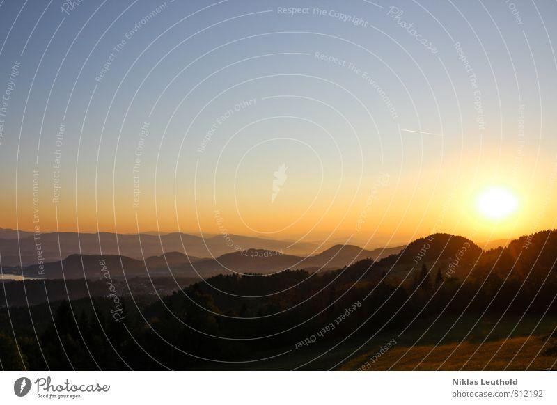 Aufgang der Sonne Himmel Natur Ferien & Urlaub & Reisen blau Sommer Erholung ruhig Landschaft Ferne Umwelt gelb Berge u. Gebirge Wärme Wetter orange