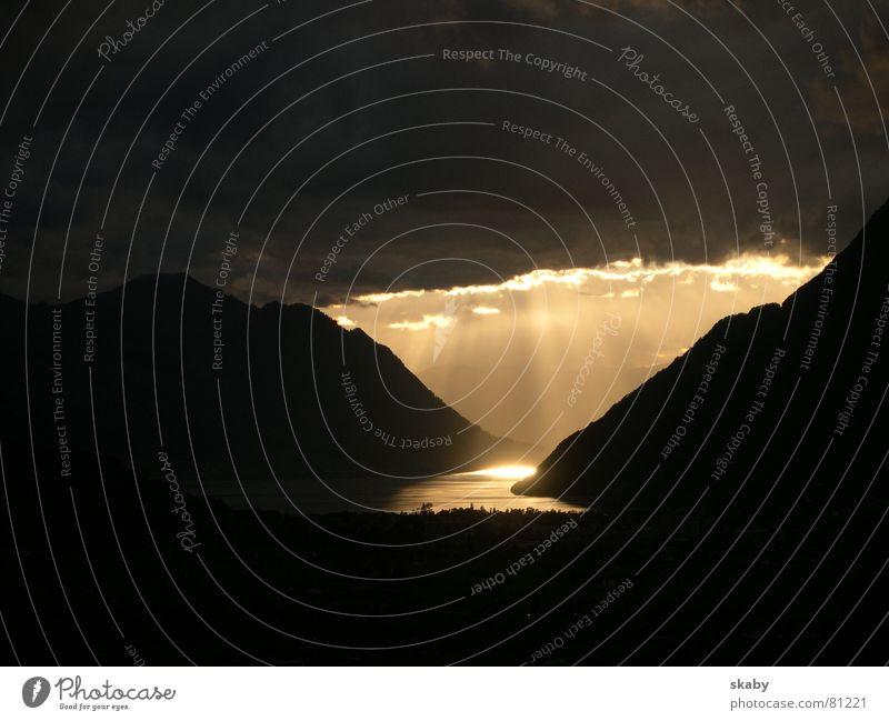 Die Erleuchtung Kanton Schwyz See Gegend Sonnenuntergang Schweiz Brunnen Erkenntnis Wolken Himmel Abend Berge u. Gebirge Himmelszelt helvetien Abenddämmerung