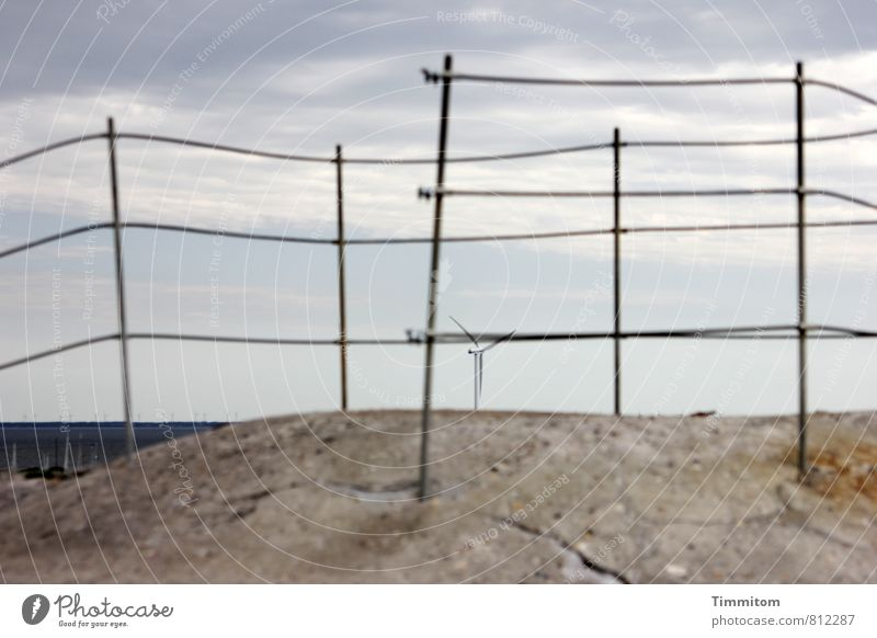 Dies und das. Ferien & Urlaub & Reisen Himmel Wolken Wetter Nordsee Dänemark Windrad Geländer Bunker Beton Metall dunkel blau grau Neugier Farbfoto