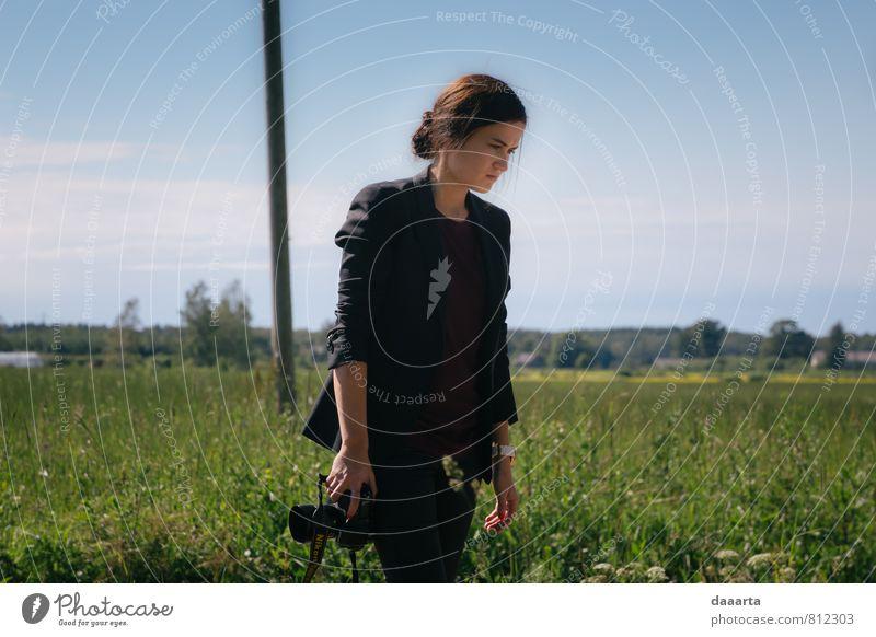 Fotograf Reichtum elegant Stil Leben feminin Natur Landschaft Schönes Wetter Wiese Feld beobachten Bewegung Denken stehen träumen außergewöhnlich einfach Erfolg