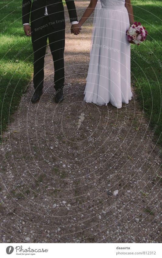 Hochzeitstag Lifestyle elegant Stil Freude Leben harmonisch Erholung Familie & Verwandtschaft Paar Partner Jugendliche Natur Blume Garten Park Kleid hängen