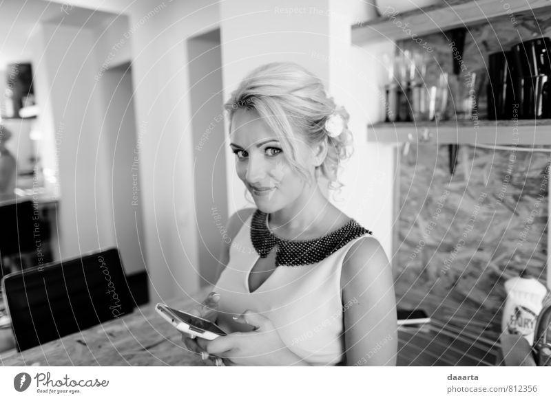 Jugendliche schön Erholung Junge Frau Wärme Leben feminin Stil Haare & Frisuren Denken Gesundheit Lifestyle elegant blond Erfolg verrückt