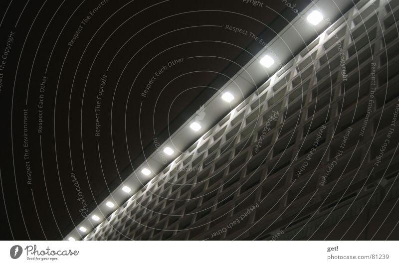 Diode oder Haus in Dresden ( großes Kino ) Licht grau Gebäude Nacht Lichteinfall dezent modern einheit des lichtstromes verrückt Punkt lage