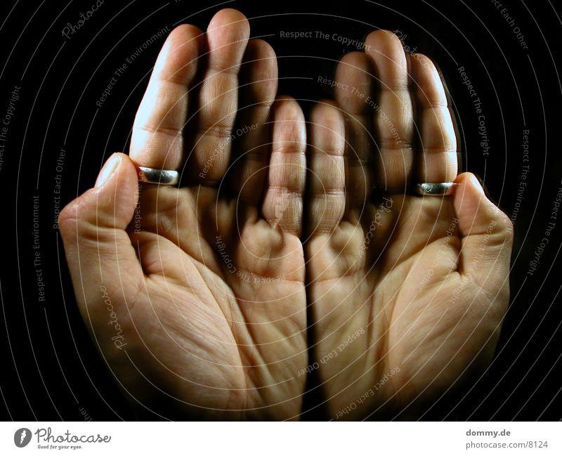 geben ist seeliger denn nehmen Mann Hand Kreis Spiegel