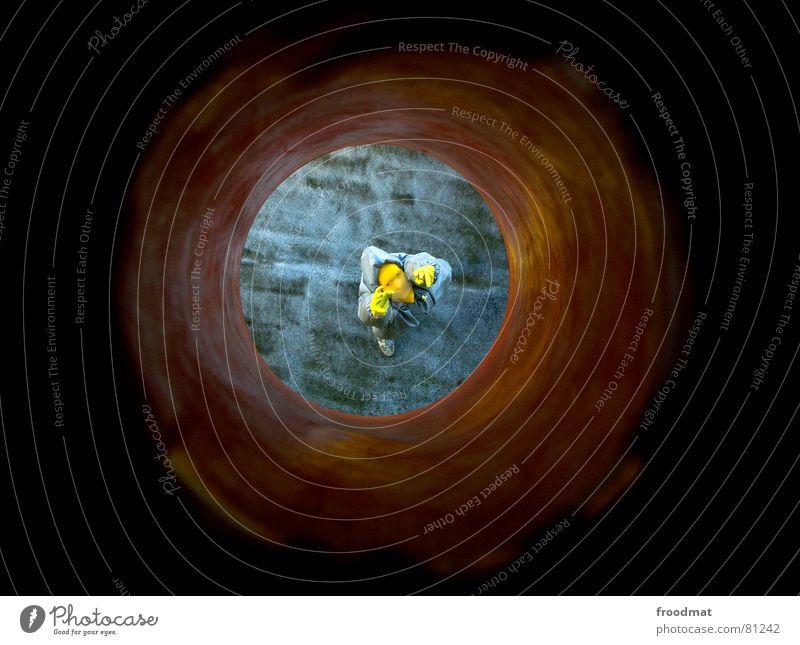 grau™ - getunnelt gelb grau-gelb Anzug rot Gummi Kunst dumm sinnlos ungefährlich verrückt lustig Freude Durchblick Tunnel Kunsthandwerk runtergeschaut abstrakt