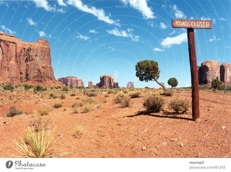 Monument Valley Amerika Außenaufnahme schön Utah USA Freundlichkeit Ödland Hinweisschild Wüste staubstrasse Freiheit roter sand Schönes Wetter