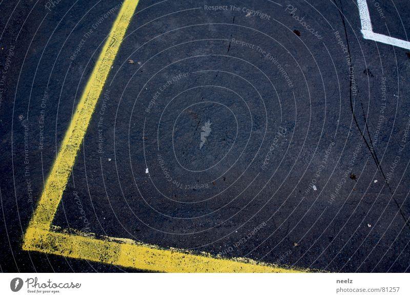 Nackte Tatsachen gelb Straße Spielen Linie Perspektive Platz Ecke Asphalt Spuren Grenze Spielfeld Am Rand Straßenbelag Teer toben Fährte