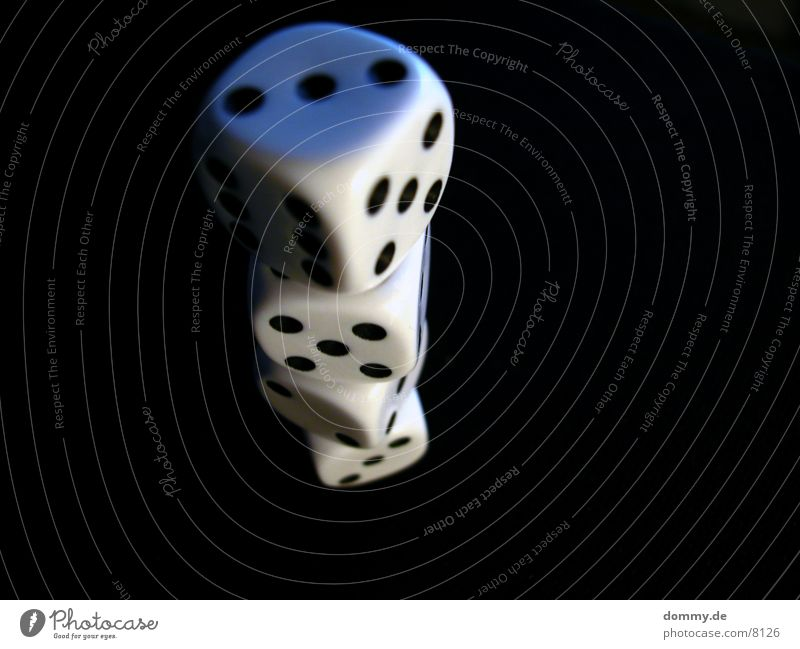 Tag des Würfels 1 schwarz Makroaufnahme Nahaufnahme Ziffern & Zahlen