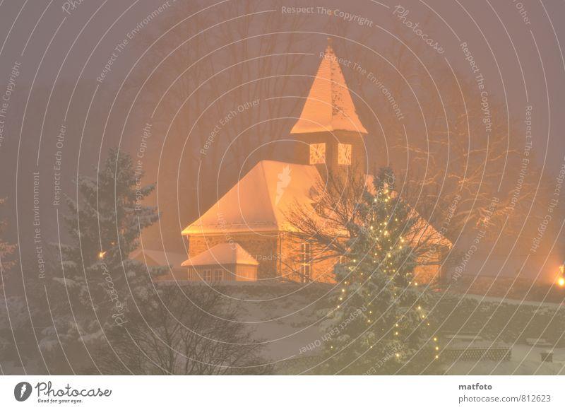 Weihnachtliche Dorfkirche Weihnachten & Advent Baum Freude Winter Schnee Tod Glück Deutschland Schneefall Eis Uhr Zufriedenheit Kirche Lebensfreude Dach Ewigkeit