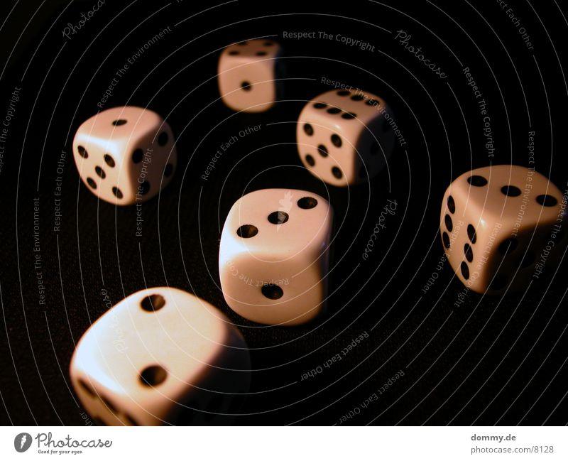 Tag des Würfels 3 schwarz Würfel Ziffern & Zahlen