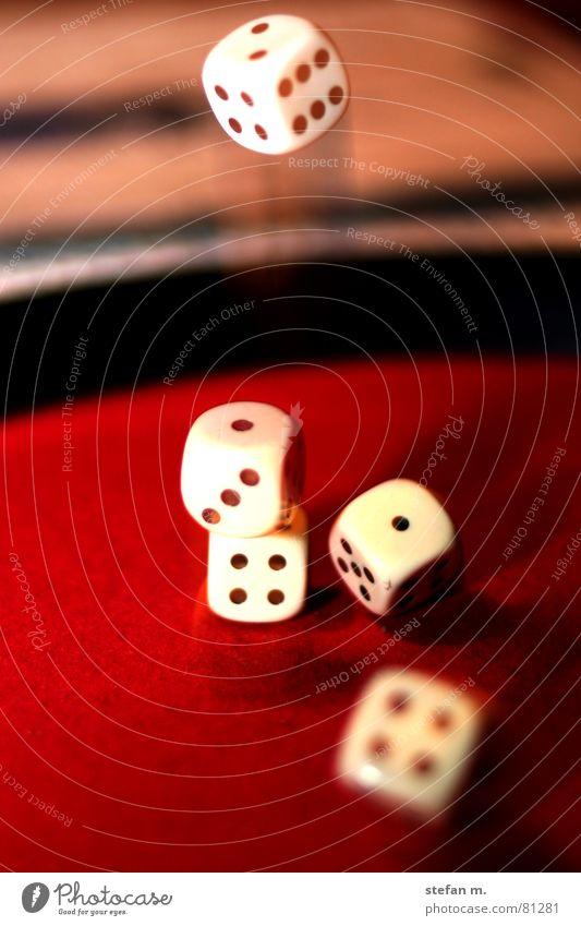 i need a straight Spielen Würfel Glück Erfolg fallen Wunsch Holzbrett verlieren Absturz Gesellschaftsspiele Poker Spielkasino Niederlage Kniffel
