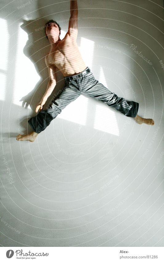 lässig abhängen töten hüpfen springen Körperhaltung Handstand Mann Jugendliche Sport nackt Licht stark erhängen Kraft Tanzen satire Tod Mord Muskulatur