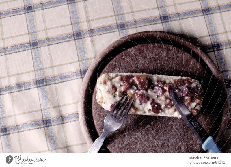 // Maaaaahlzeit!!!! Baguette Pizza essbar Zacken Brot Käse Salami Schinken Gabel Löffel Holz rund eckig Tisch Appetit & Hunger Holzbrett Fastfood delicat