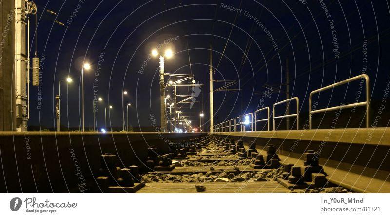 Gleise , Gedanken zum Leben dunkel Gefühle Architektur Unendlichkeit Todesangst