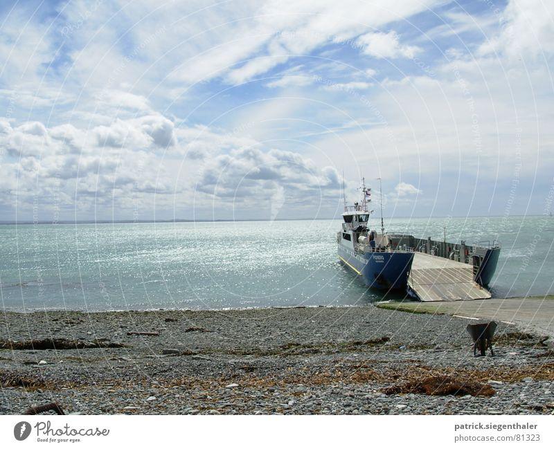 Überfahrt ins Ungewisse Himmel Meer Strand Ferien & Urlaub & Reisen Wolken Wasserfahrzeug Horizont Fluss Hafen Unendlichkeit Fähre Chile schlechtes Wetter Südamerika Rampe Überfahrt