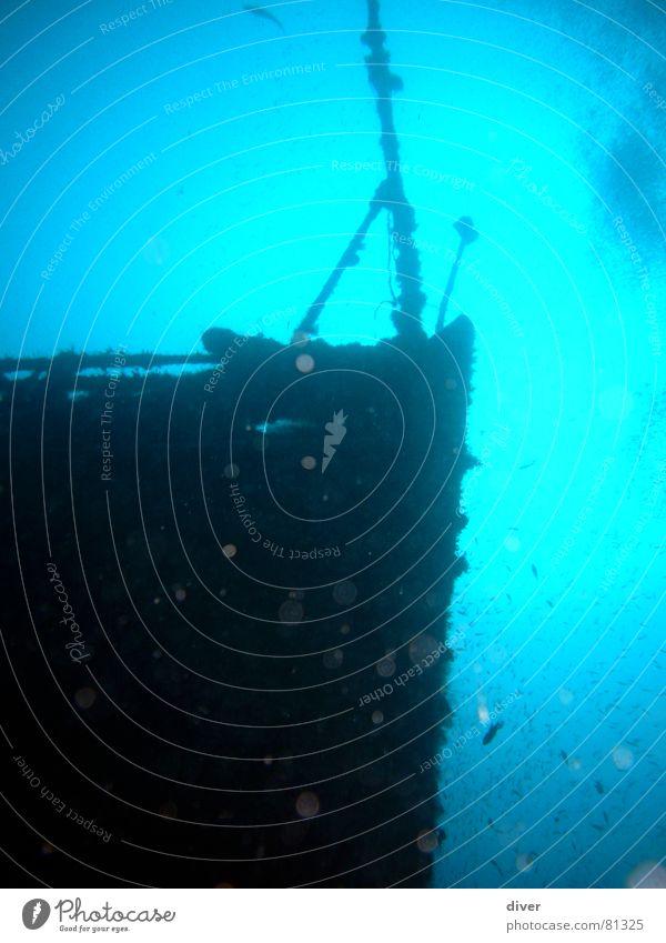Schiffsbug blau Wasser Meer Metall Wasserfahrzeug tauchen Schifffahrt Krieg tief blasen Am Rand Luftblase Fahnenmast untergehen Schiffsbug streben