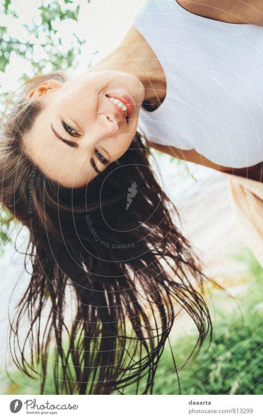 Natur Jugendliche schön Sommer Baum Junge Frau Landschaft Freude Wärme Leben Bewegung feminin Gras Stil Haare & Frisuren lachen