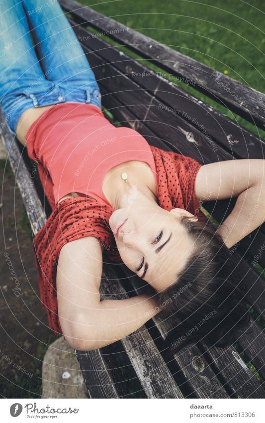Erholung Einsamkeit Freude Erotik Umwelt Leben feminin Spielen Freiheit Feste & Feiern Garten hell Stimmung Park Freizeit & Hobby Lifestyle