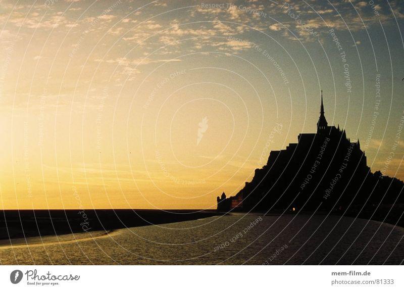 märcheninsel Frankreich Bretagne Gezeiten Meer Sonnenuntergang Abendsonne Meeresspiegel Dämmerung Märchen Insel Mont-Saint-Michel Normandie Wahrzeichen Denkmal