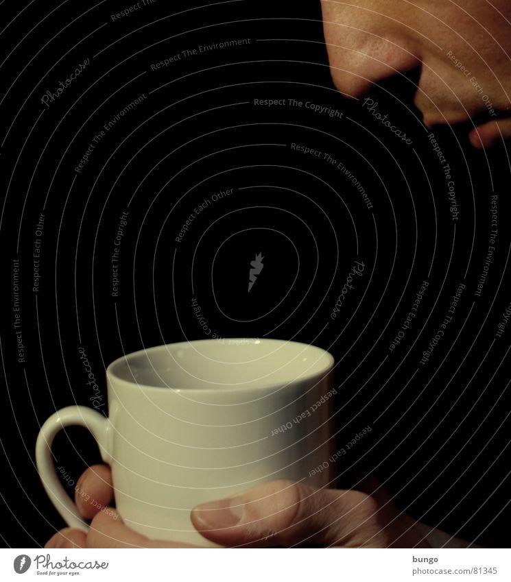 Noch jemand Kaffee? Tasse Hand Finger edel trinken Vorfreude Koffein wach Daumen aufwachen China heiß Physik Freude Getränk heizen Mann Gesicht Nase Mund Tee