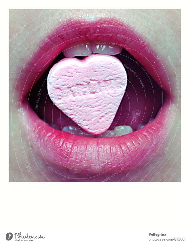 Ich trage mein Herz auf der Zunge Liebe Essen Mund rosa Herz Zähne Lippen Süßwaren Zucker Zunge beißen Ernährung Mensch