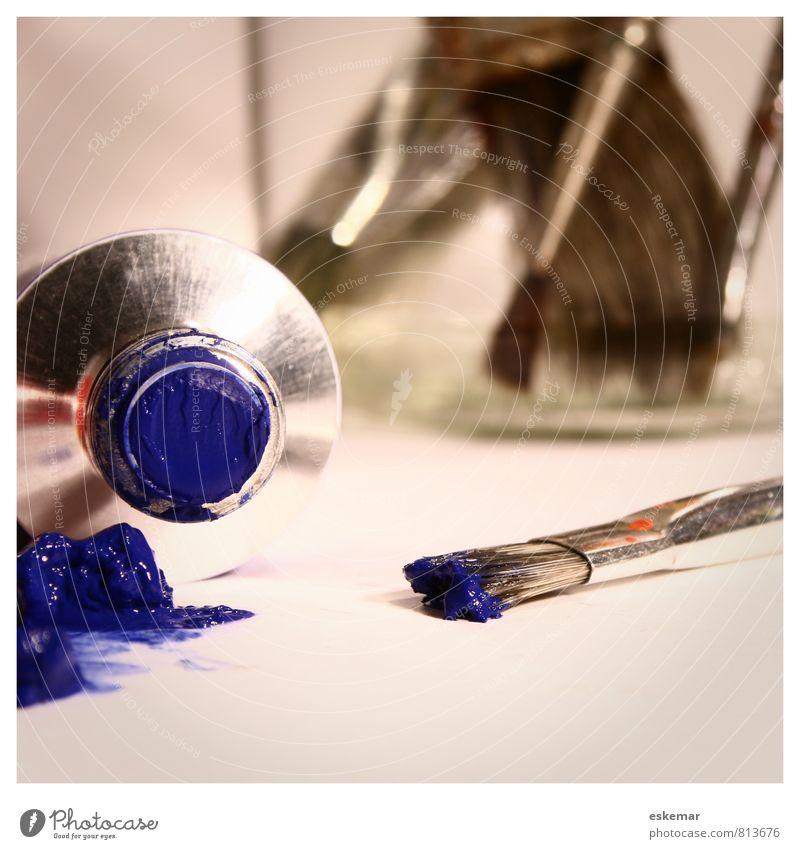 blau malen Werkzeug Kunst Gemälde Atelier Tube Pinsel Farben und Lacke Acrylfarbe Ölfarbe Farbtube liegen ästhetisch authentisch nah Freizeit & Hobby Idee