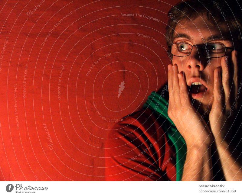 Philippe - afraid of people Mann Hand rot See hell Angst maskulin gefährlich bedrohlich Panik hässlich Schwäche staunen