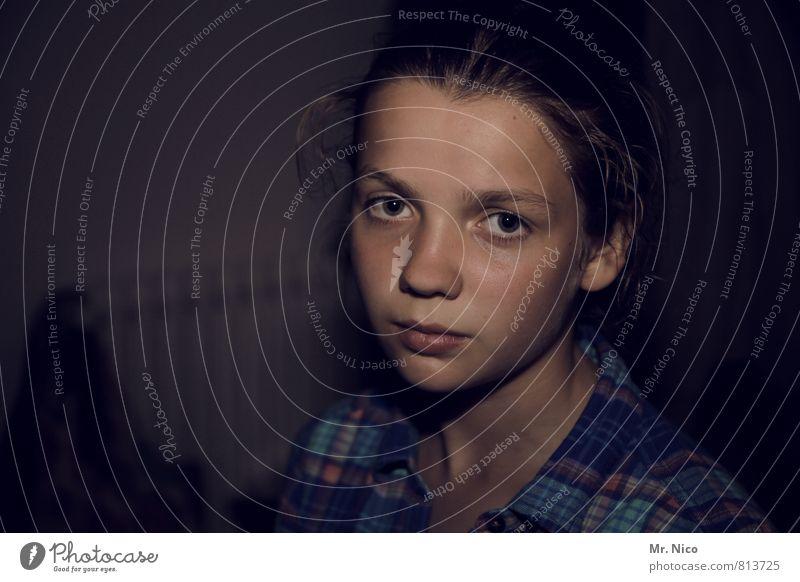 augen.blick feminin Mädchen Gesicht 1 Mensch 8-13 Jahre Kind Kindheit Hemd langhaarig Zopf außergewöhnlich dunkel nachdenklich Traurigkeit Gefühle Identität