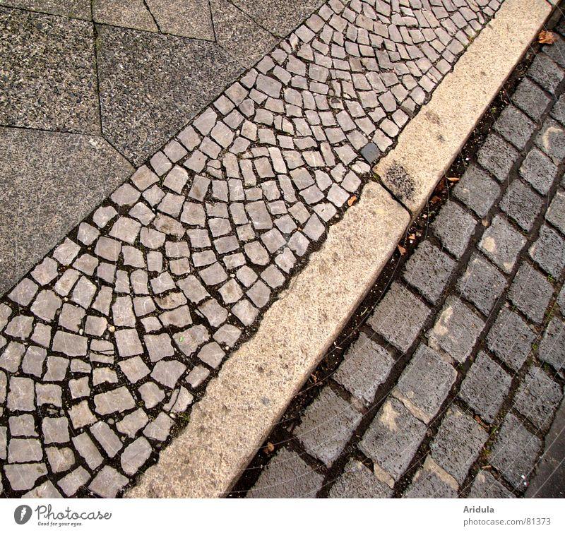 stein_01 Bürgersteig Bordsteinkante Muster grau schwarz gehen Stadt Straßenbelag Gasse Spaziergang Zufahrtsstraße Mosaik Verkehrswege Stein Mineralien