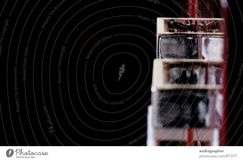 (be)greifbar? Chrom Schublade Griff Schrank Küche Spiegel schwarz Möbel Haushaltsware Low Key küchenschrank griffe fangen Detailaufnahme fach verspiegelt