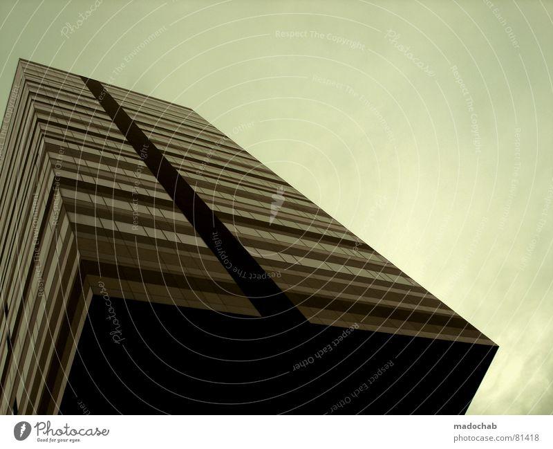SCHWERKRAFT Himmel Stadt blau Wolken Haus Fenster Leben Architektur Gebäude Freiheit fliegen oben Arbeit & Erwerbstätigkeit Wohnung Design Wetter