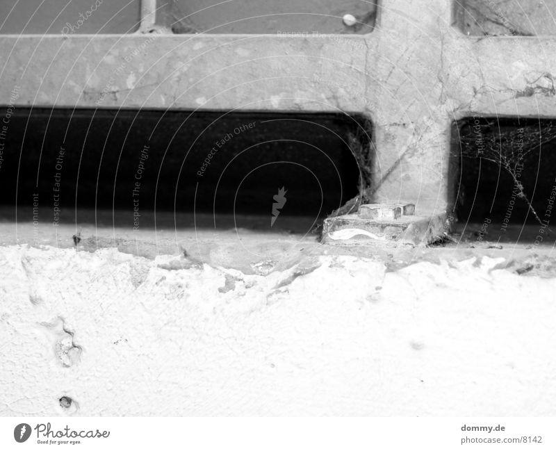 die Mutter schwarz Beton Makroaufnahme Nahaufnahme Geländer Schwarzweißfoto weis