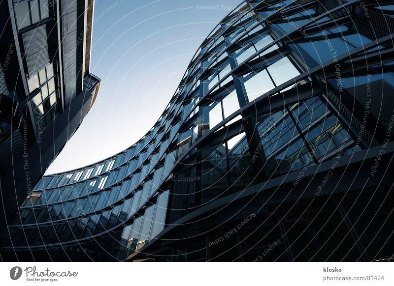 Die Welle Fenster Hochhaus Fassade Gebäude Reflexion & Spiegelung Wellen wellig modern blau Glas Himmel Arbeit & Erwerbstätigkeit Business Stadt Architektur
