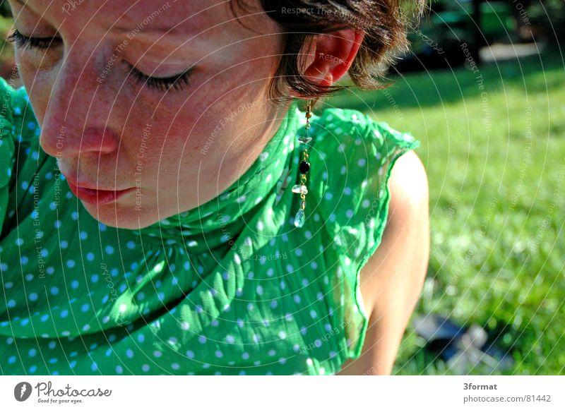 sommertag Picknick Frau Sommersprossen Wiese Top Punkt Ohrringe