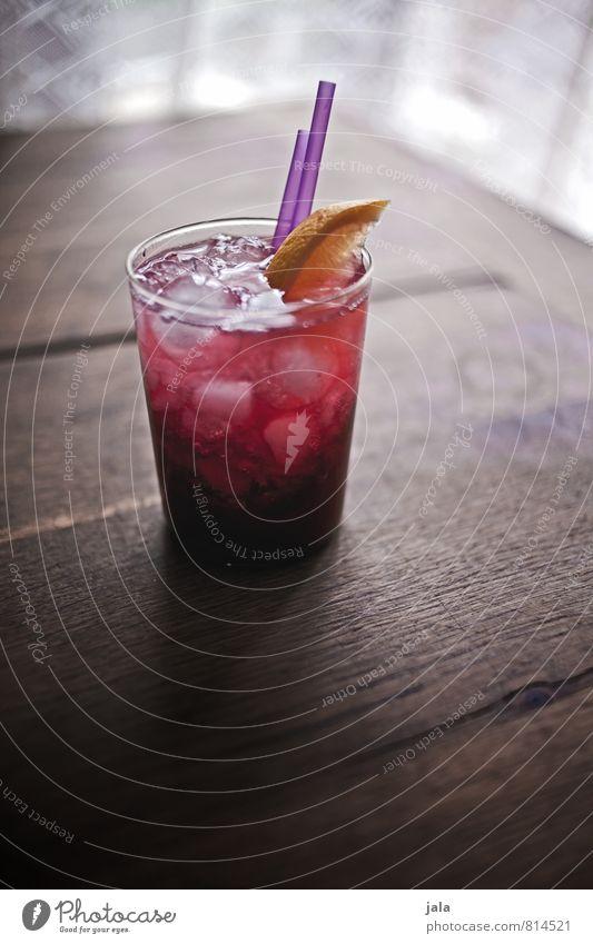bombay bramble Zitrone Brombeeren Getränk Alkohol Longdrink Cocktail Bombay Bramble Gin Glas Trinkhalm trinken ästhetisch exotisch Flüssigkeit frisch lecker