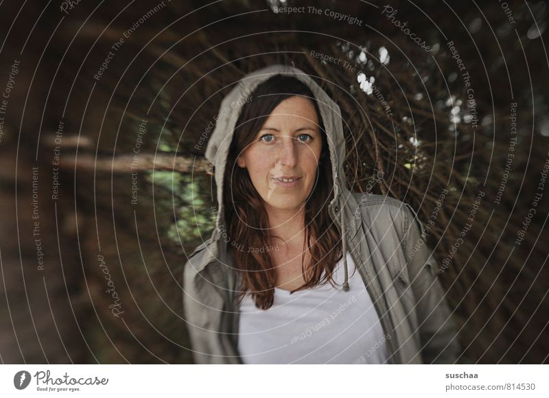 madame j . Mensch Frau Jugendliche Junge Frau 18-30 Jahre dunkel Wald Gesicht Erwachsene Auge feminin Haare & Frisuren Holz Kopf Körper Haut