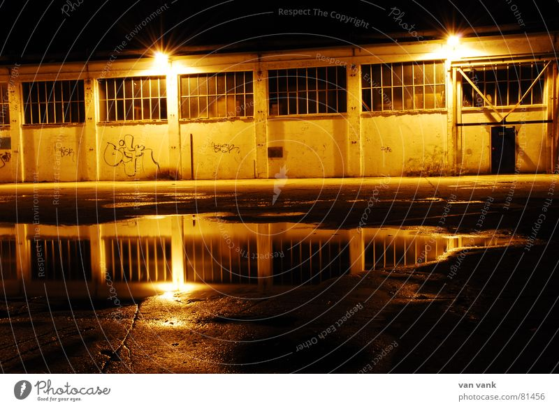 Gelbsucht Einsamkeit gelb Straße dunkel Fenster Graffiti Traurigkeit Lampe Tür glänzend schlafen Industrie Fabrik Asphalt Laterne Idee