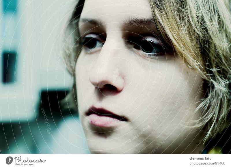 die große Müdigkeit Porträt Lippen Küche kalt Frau Nervosität zielstrebig Qualität Gesicht Mund Auge Nase Haare & Frisuren