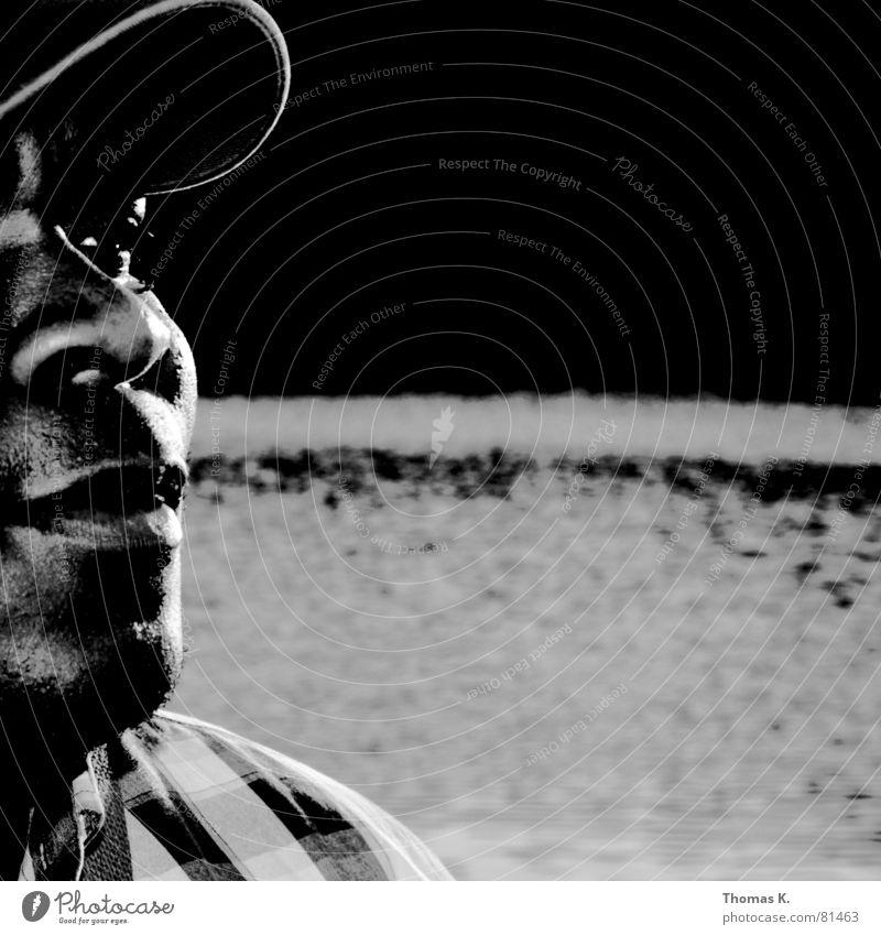 Black & Grey (oder™: Am Gloriettenteich) Mensch Mann Wasser schwarz grau Mund Beleuchtung Wellen Afrika Bild Hemd Mütze Teich Charakter Herr Lichteinfall