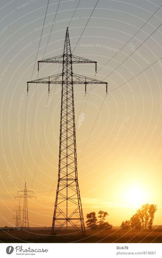 Energiewende? Technik & Technologie Fortschritt Zukunft Energiewirtschaft Erneuerbare Energie Sonnenenergie Strommast Hochspannungsleitung Elektrizität Umwelt