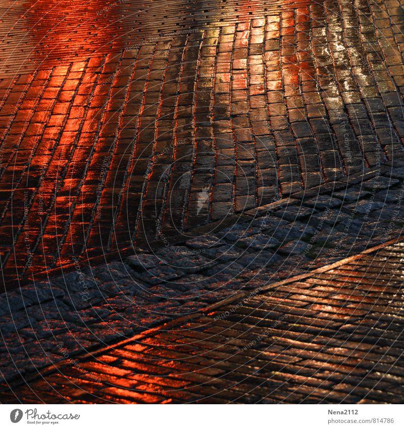 333 Pflasterteine bei Photocase Dorf Kleinstadt Stadt Stadtzentrum Altstadt Fußgängerzone Marktplatz Bahnhof Straße Wege & Pfade dunkel nass Pflastersteine