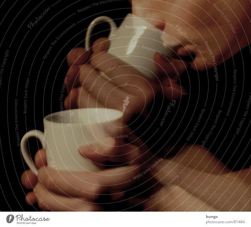 3...2...1...meins! Mann Hand schön Freude Gesicht Bewegung Wärme Mund Nase Finger Getränk Aktion Kaffee trinken festhalten Physik