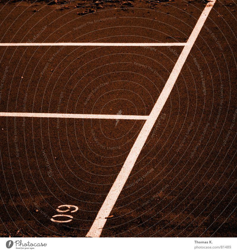 SechsNull (oder™:NullNeun) Ziellinie Schlacke laufen Sportplatz rot Linie Ziffern & Zahlen Spielfeld Turnschuh Grenze Platz Pokal Spielen Lebenslauf
