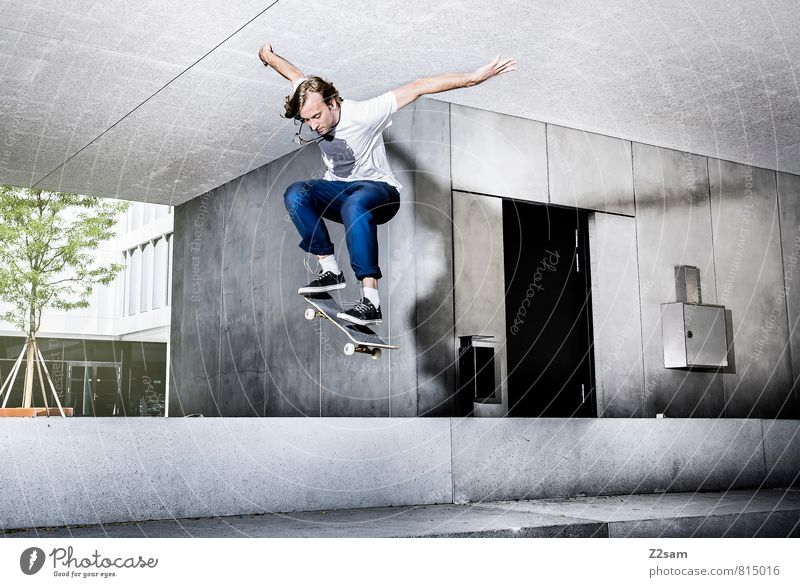 Ollie Jugendliche Stadt Haus 18-30 Jahre Junger Mann kalt Erwachsene Bewegung Architektur Sport Gebäude Stil Haare & Frisuren springen maskulin Lifestyle