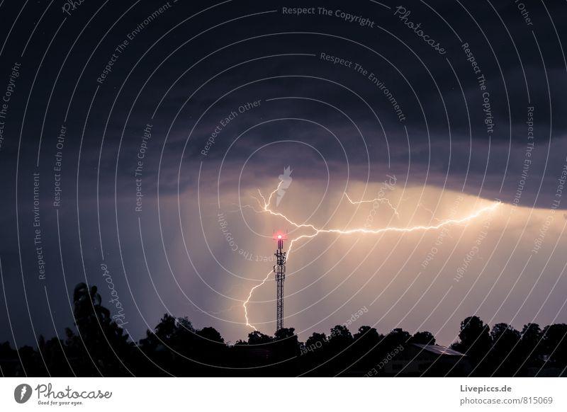 ...hinter dem haus Umwelt Natur Landschaft Urelemente Luft Himmel Wolken Gewitterwolken Nachthimmel Stern Horizont Sommer schlechtes Wetter Unwetter Blitze