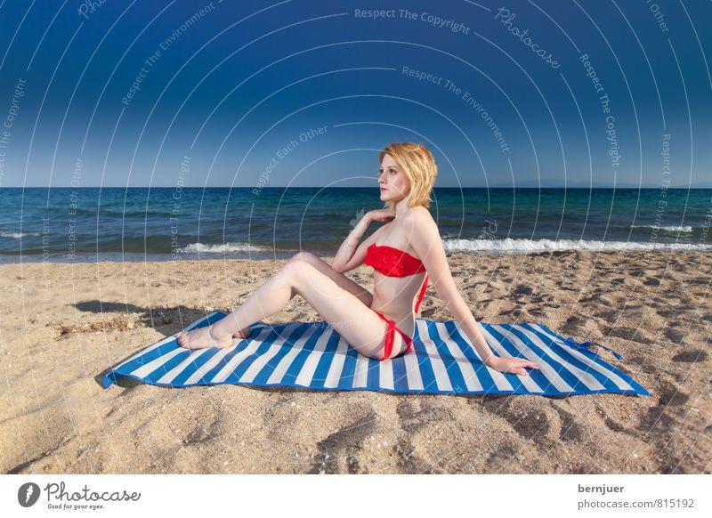 Weißblau Lifestyle Stil Leben Schwimmen & Baden Ferien & Urlaub & Reisen Sommerurlaub Sonnenbad Strand Meer Mensch feminin Junge Frau Jugendliche Erwachsene 1